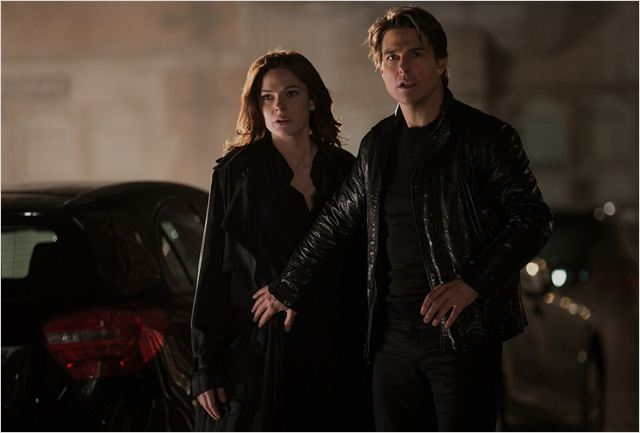 "Rebecca Ferguson y Tom Cruise en ""Misión Imposible: Nación Secreta"""