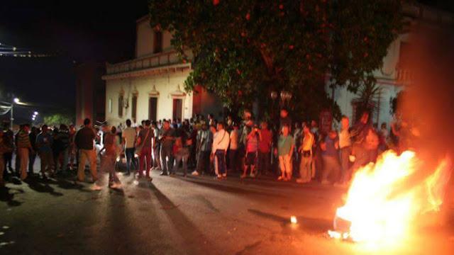 Queman casa del PSUV y destrozan Pdval en Lagunilla-Mérida