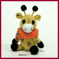 Mini jirafa amigurumi