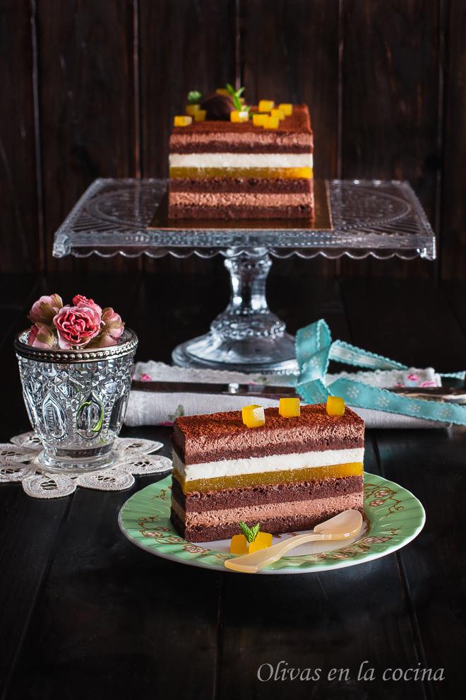 Tarta de chocolate con trufa, nata y gelatina de mango