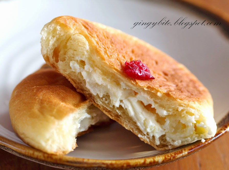 Cranberry Cream Cheese Flat Bun
