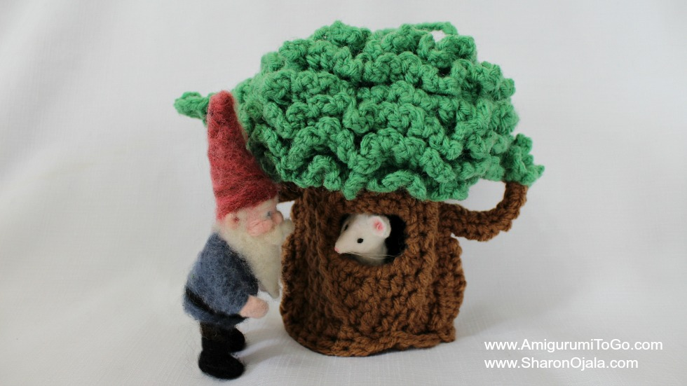 Amigurumi I To Go : The Journey Of A Little Tree And Visitors From The Forest ...