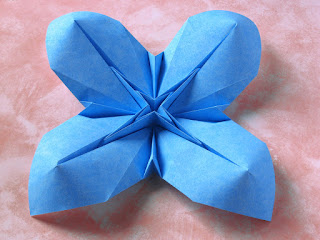 Origami Fiore bombato 2 - Curved flower 2 by Francesco Guarnieri