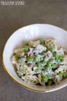 (Makaron z zielonym groszkiem i boczkiem w sosie koperkowym