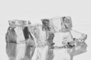 Manfaat Es Batu Bagi Kecantikan Bibir