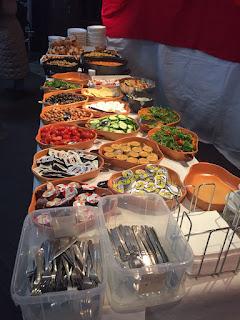 Alle Turkse delicatessen op een rijtje.