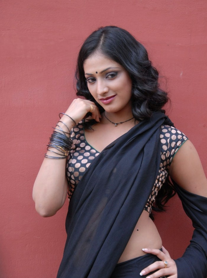 Haripriya in black saree