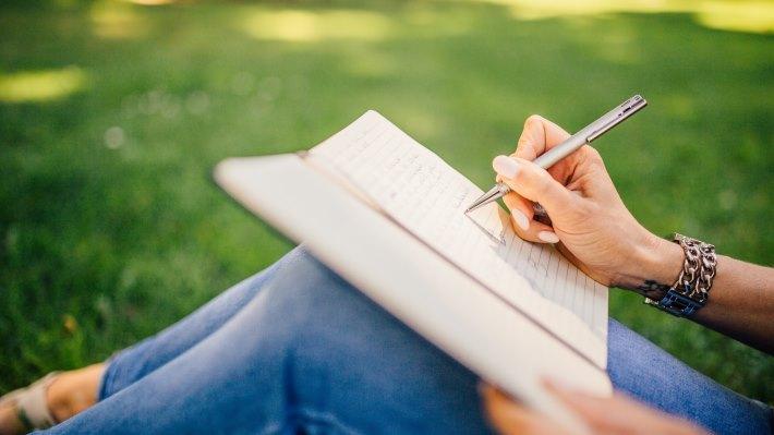 Wallpaper: Girl Writing