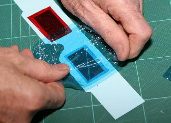 e32390eb6 وفرخ بلاستيك شفاف لعمل العدسات (يمكننا استخدام ورق السلوفين الملون كالذى  نجلد به كراسات المدارس بدلا من فرخ البلاستك)