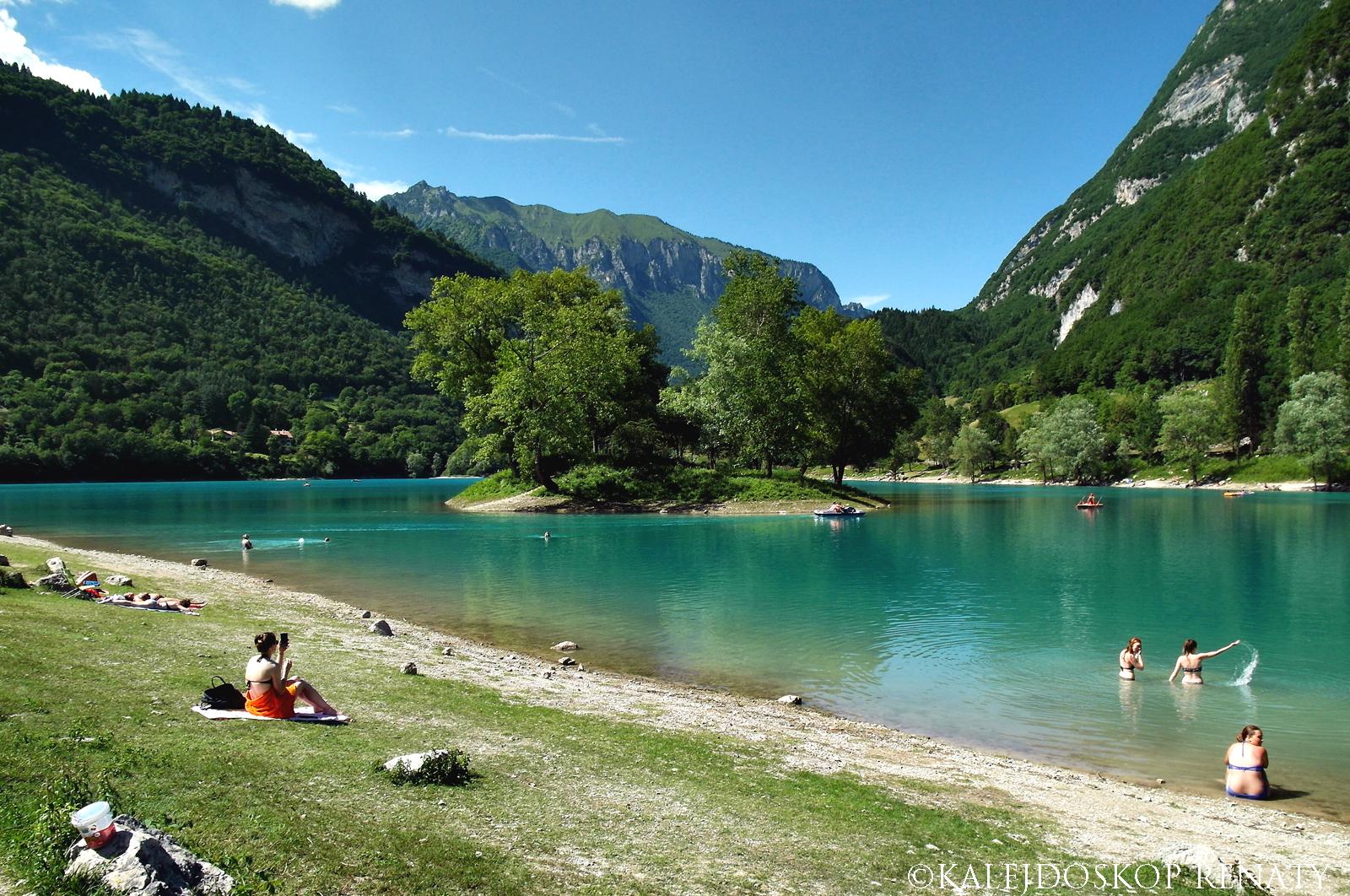 Jezioro Tenno — jedno z najpiękniejszych jezior północnych Włoch