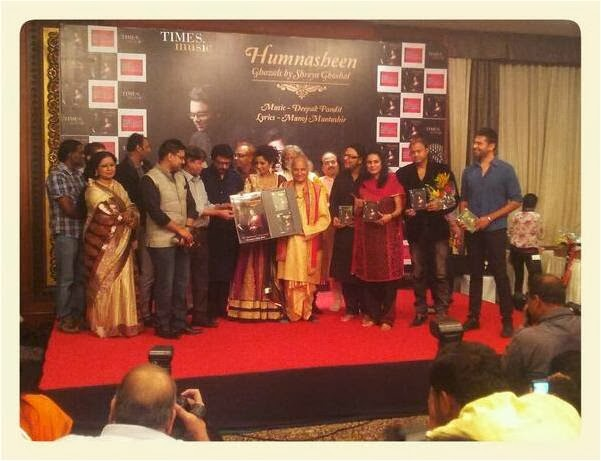 Shreya Ghoshal and guests showing the CDs and launching Humnasheen Ghazal album on Shreya's Birthday!
