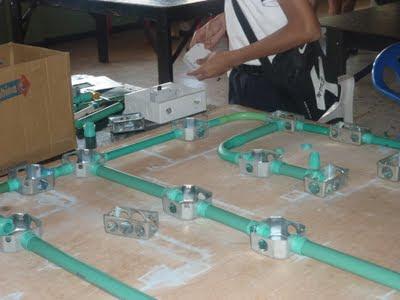 Este tablero se usa para realizar practicas de circuitos eléctricos residenciales