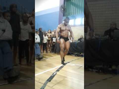 El sudafricano, Sifiso Lungelo Thabete