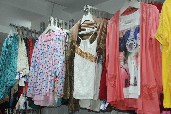 الملابس الصيفية تزداد بنسبة مائة بالمائة بداية الموسم الصيفي