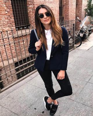 outfit negro informal para el primer dia de clases en la uni