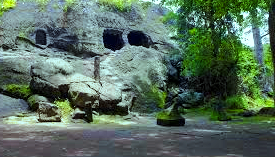 Goa Selomangleng merupakan objek wisata populer di Kotamadya Kediri yang berada di utara kota dan dilengkapi akses jalan raya yang mulus, tersedia angkutan kota dan dekat dengan universitas serta SMA Negeri di Kota Kediri. Dinamakan Selomangleng dikarenakan lokasinya yang berada di lereng bukit (bahasa Jawa: Selo = batu, Mangleng = miring), kira-kira 40 meter dari tanah terendah di kawasan. Gua ini terbentuk dari batu andesit hitam yang berukuran cukup besar, sehingga nampak cukup menyolok dari kejauhan.