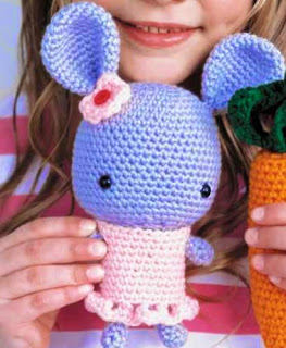 http://www.crochettoday.com/files/patterns-pdf/GardenPals_FreePatterns_0.pdf