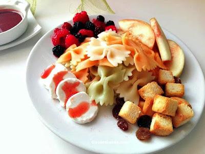 ensalada de pasta con queso de cabra