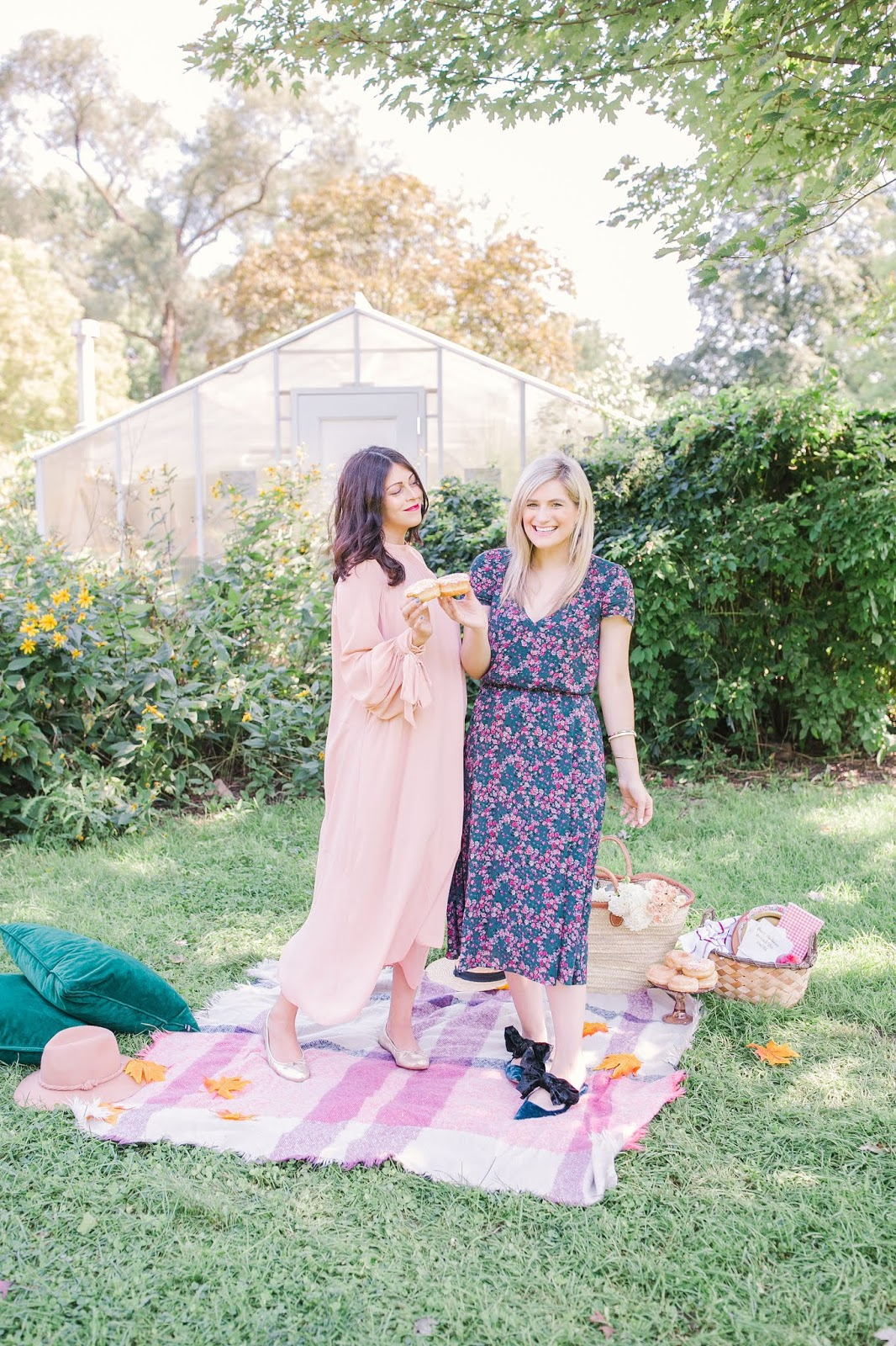 Bijuelni | How To Make New Friends as an Adult - Colourful fall pic nic