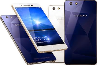 Spesifikasi Oppo Mirror 5     Dalam urusan desain produk, produsen asal cina ini memang sudah sangat terkenal dan cukup handal dalam mendesain smartphone besutanya. untuk desain Oppo Mirror 5 sendiri telah di desain dengan  cukup ramping dengan back cover berbahan cermin dengan pola prisma seperti yang ditemukan pada Oppo R1x.     Pada Oppo Mirror 5 ini memang ditunjukan untuk kategori pasar menengah. karena jika dilihat dari kualitas pada Oppo Mirror 5, tentu sudah jelas akan berpengaruh terhadap harga jual dari ponsel tersebut.    Oppo Mirror 5 akan membawa ukuran layar 5 inci dengan resolusi HD. Ketajaman dan kecerahan layar dengan ditampu kepadatan hingga 294 ppi. Rumor Oppo Mirror 5 lapisan pelindung layar Gorilla Glass 3 kursus adalah untuk memakai kabar baik dan untuk menambah nilai lebih pada Oppo Mirror 5 ingat teman saya tidak lagi diperlukan untuk membeli pelindung layar. Layar itu sendiri adalah fitur standar, mendukung multitouch.  Kelebihan   Dimulai dari body, hp oppo mirror 5 memiliki 2 warna yaitu putih dan biru. Berat hp sendiri tidak begitu berat karena hanya 160 g saja. Dengan berat seperti ini, Sobat gadget bisa mengoperasikan hp hanya dengan 1 tangan saja.  Beralih ke layar, hp oppo mirror memiliki layar sebesar 5 inci. Layar 5 inci tergolong cukup