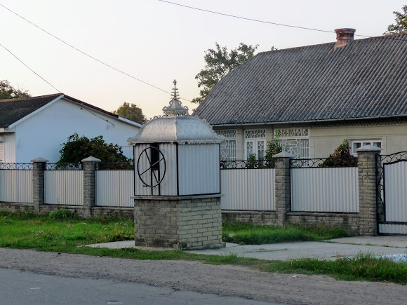 Колодязь біля траси в с. Маршинці, Новоселицький р-н, Чернівецька обл.