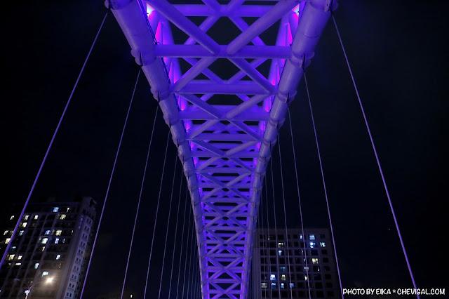 MG 0684 - 台中景點│橫跨旱溪的紫藍色彩海天橋,夜裡不可錯過的迷人紫調!