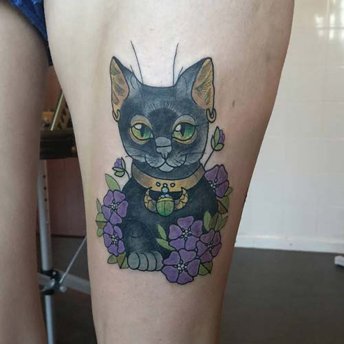kadın üst bacak kedi dövmesi woman thigh cat tattoo