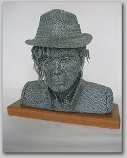 escultura poco convencional de michael jackson