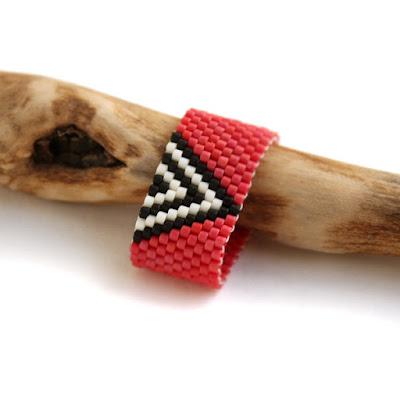 купить модное кольцо с геометрическим орнаментом купить украшения из бисера