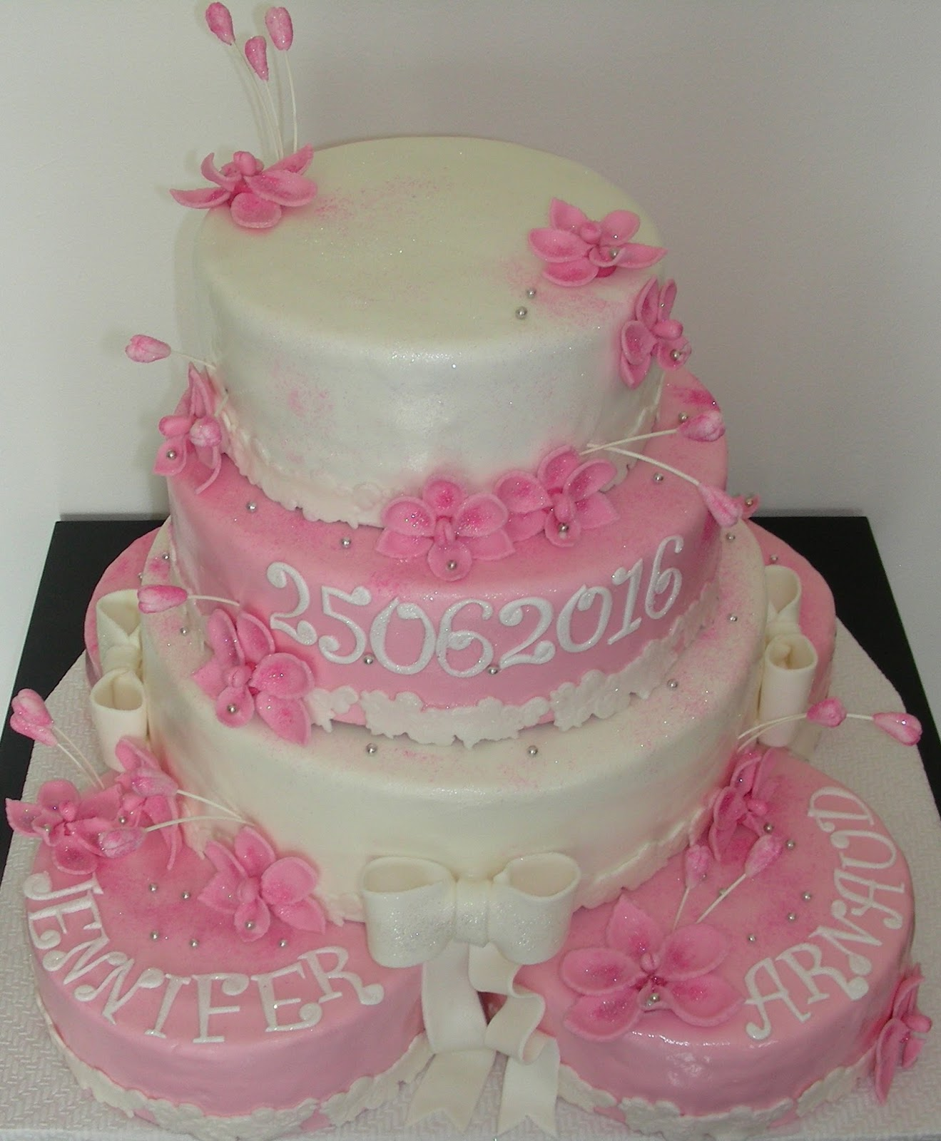 Gateaux Daline Gâteau De Mariage Rose Et Blanc Avec Des