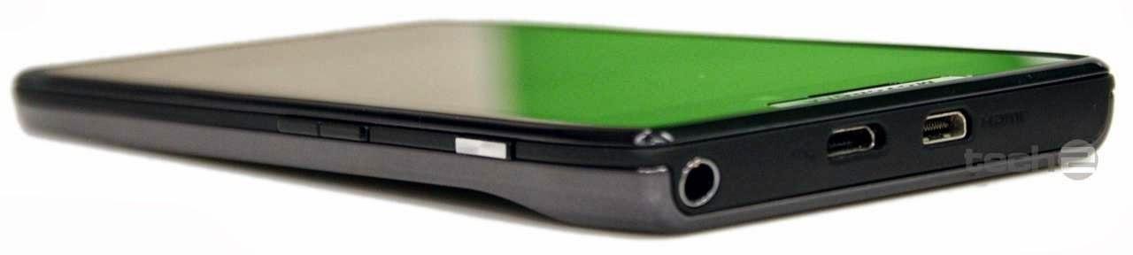 Motorola XT 910 Razr Review Design