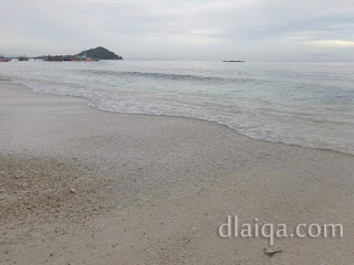 pantai di pagi hari