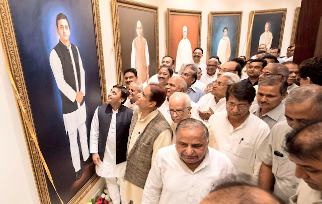 Akhilesh Yadav Unveils Oil Paintings