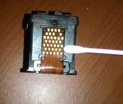 Membersihkan-chip-cartridge-untuk-mengatasi-error-E05-Canon-MP287