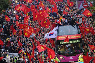 Hàng triệu người chào đón đội U23 Việt Nam về nước sau giải đấu U23 Châu Á. Chỉ 30 km từ sân bay Nội Bài về đến lăng Hồ Chủ tịch, song đoàn xe chở đội tuyển U23 Việt Nam phải mất gần 5 tiếng vì kẹt giữa biển người chào đón.