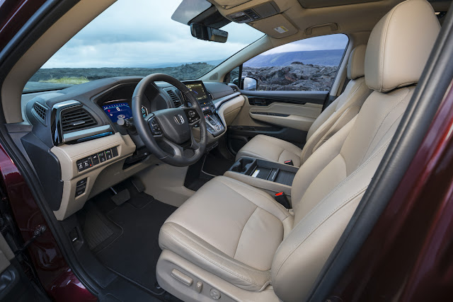 Interior view of 2018 Honda Odyssey Elite