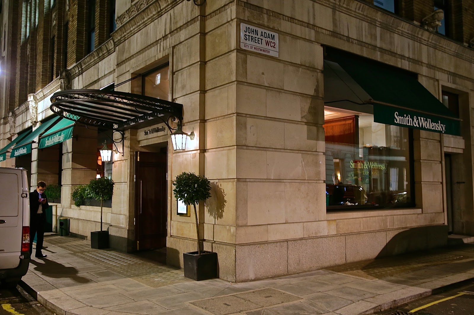 the london foodie smith wollensky art deco chic usda t bone the building once a drab westminster civil service office block now hosts the first uk branch of the american steak restaurant smith wollensky