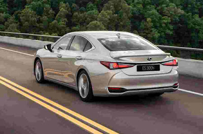 Lexus ES Car Reviews