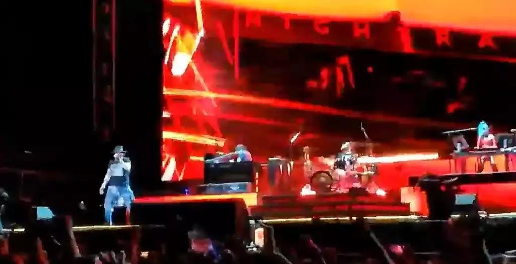 Οι Guns N' Roses έκαναν συναυλία με 40.000 - Χαμός απο Υβριστικά μηνύματα (βίντεο)