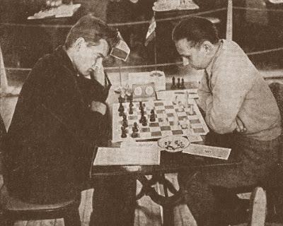 Partida de ajedrez Henri Perrot (Francia) - Laszlo Navarovszki (Hungría)