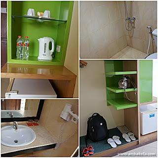 perlengkapan didalam kamar, ada kulkas, sandal, teko pemanas, dan hair dryer di kamar mandi. (dok:pri)