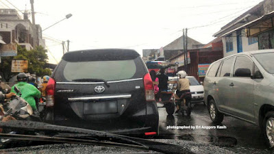Foto Ilustrasi kemacetan parah di Jl. Sutisna Senjaya Tasikmalaya. Banyak yang tidak mau antri.