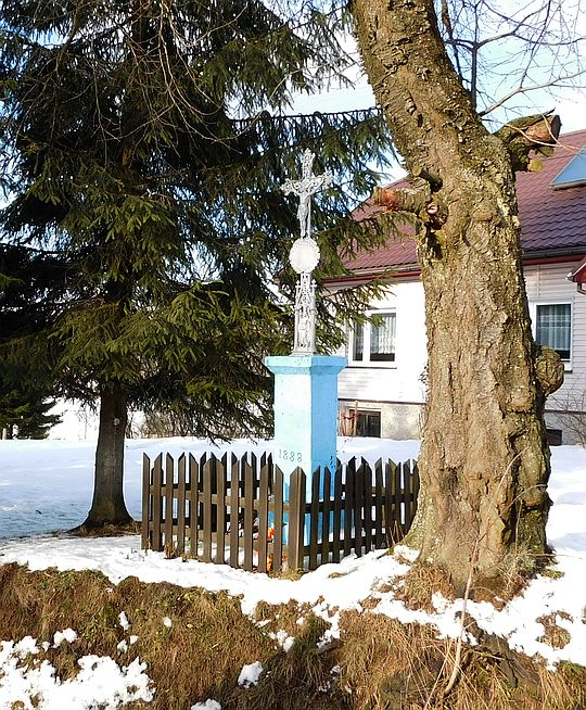 Krzyż żeliwny z datą 1888 (fundator Leszko Felenczak).