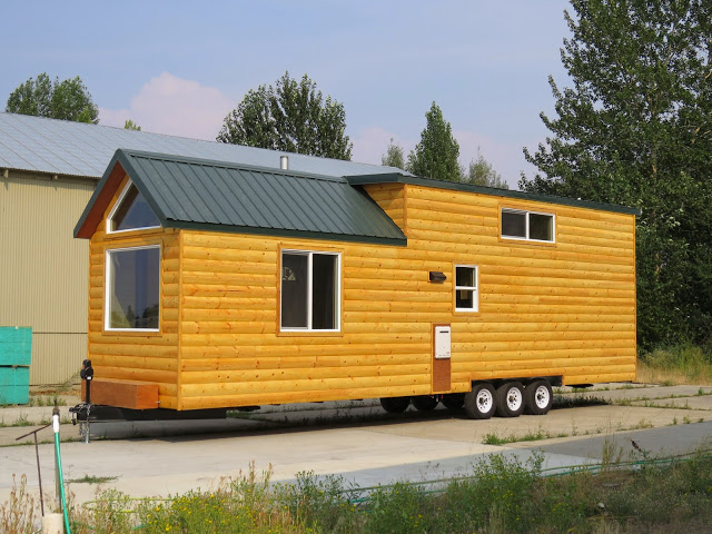 Full Angus, Rich's Portable Cabins