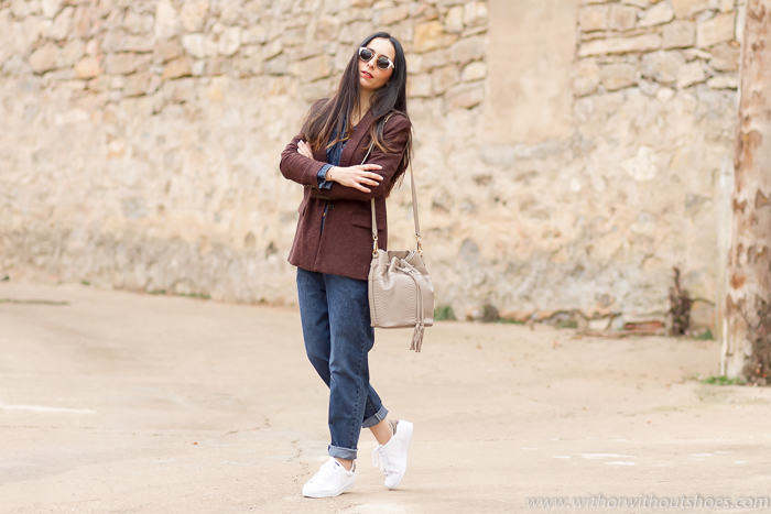 Blogger de moda de Valencia con estilo moderno femenino comodo