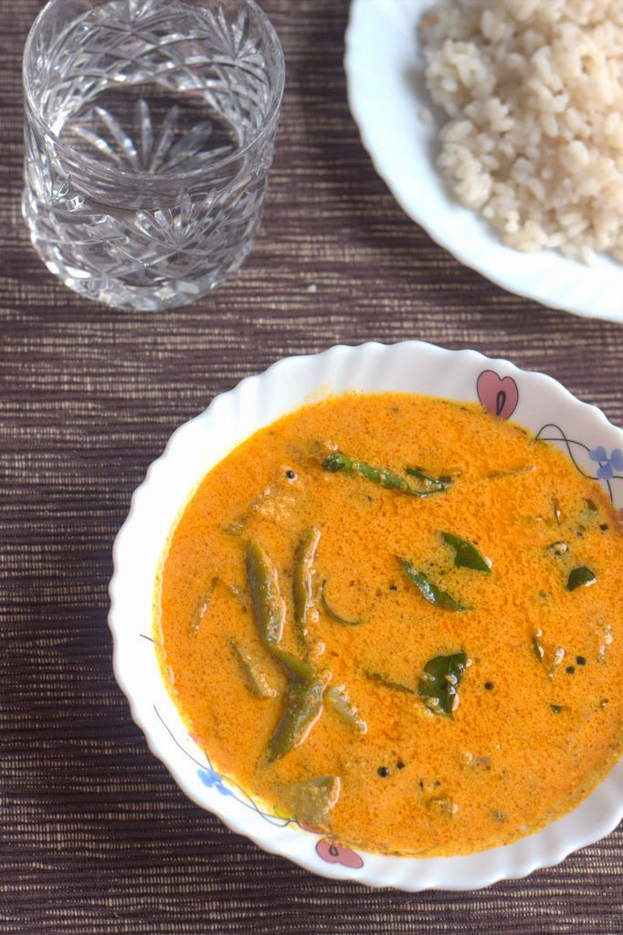 prawns and raw mango curry, chameenum manga curry, chameenum manga kerala recipe, prawns and  mango curry recipe