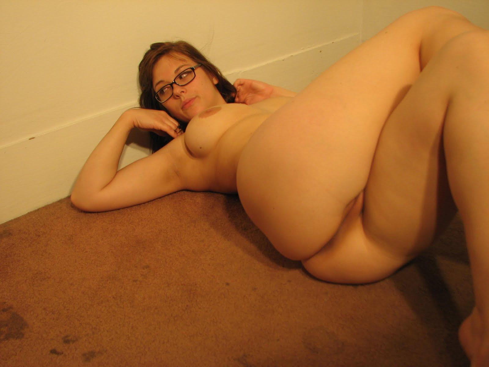 Naked Village - Sexy Mandy | hot milf american