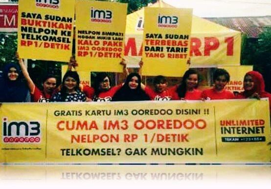 Iklan Spanduk Indosat yang menyinggung Telkomsel secara terang-terangan