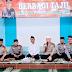 Satlantas Polres Subang Bagikan Takjil Kepada Warga Perumnas Sukamelang