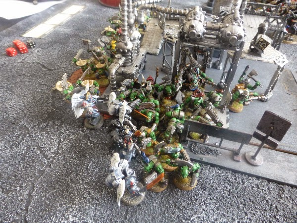 Orks charge the shiny beakies